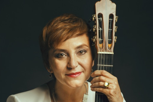 Berta Rojas, guitar