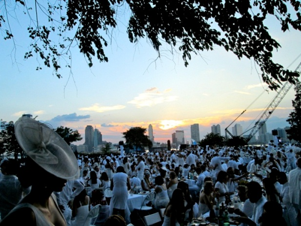 Diner en Blanc by Socially Superlative (7)